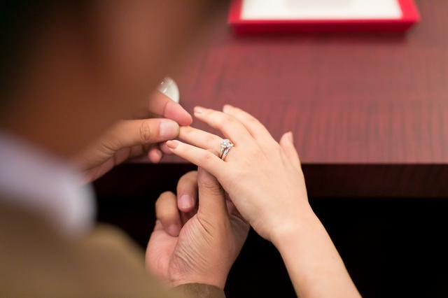 画像: 無料自宅試着で、結婚準備に悩むカップルを緊急支援 | AFFLUX( アフラックス ) アフターメンテナンスが一生涯無料の全国 80 店舗展開のブライダルリング専門店