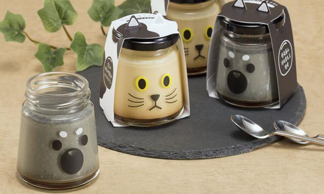 画像: ・丹波篠山黒豆プリン・クロちゃん 黒柴をモチーフにした「クロちゃん」は丹波黒大豆の豆乳を使った豆乳プリン。豆乳ベースでスッキリとした大人の味わいです。 ・丹波篠山黒豆プリン・マメちゃん ぶち猫をモチーフにした「マメちゃん」は牛乳を使ったスタンダードなプリン。プリン好きを満足させる王道的なカスタードの味わいです。
