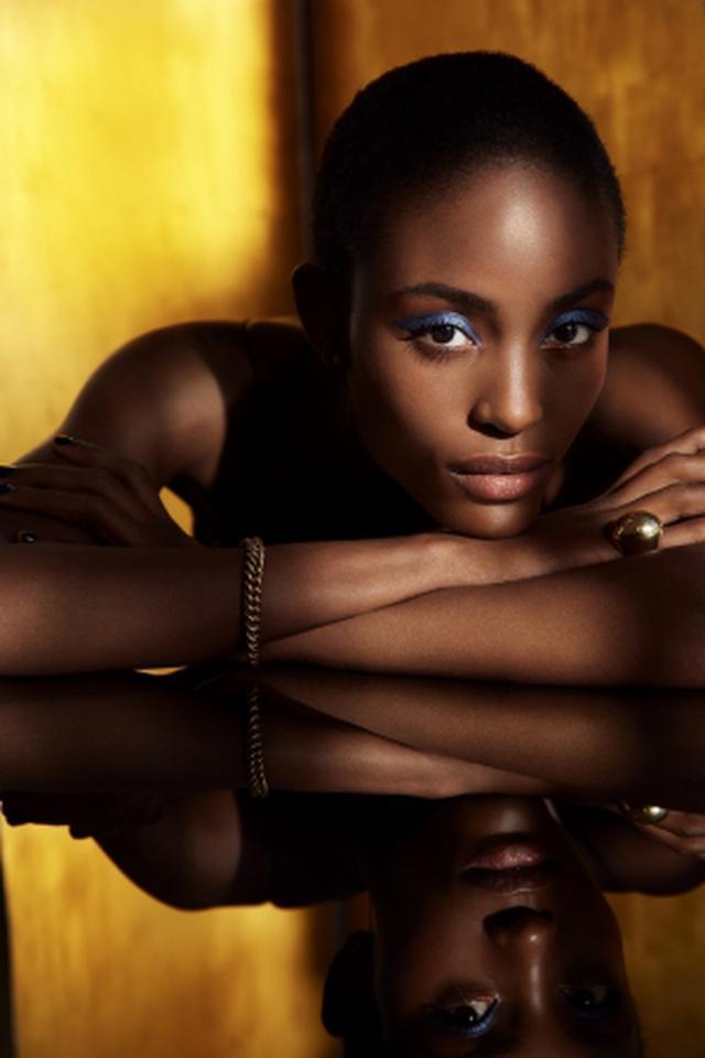 画像: なめらかに伸び、ぴたりとなじむ。ローラ メルシエの人気アイテム「キャビアスティック アイカラー」にプレイフルな新色12色が仲間入り