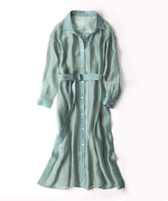 画像: 華奢見えシアーシャツドレス ¥14300(税込) トレンドの透け素材とニュアンスカラーがポイント。前を開けてもベルトでウエストマークしても OKの、羽織るだけで着映えしながら着回し力もある絶妙なデザイン。