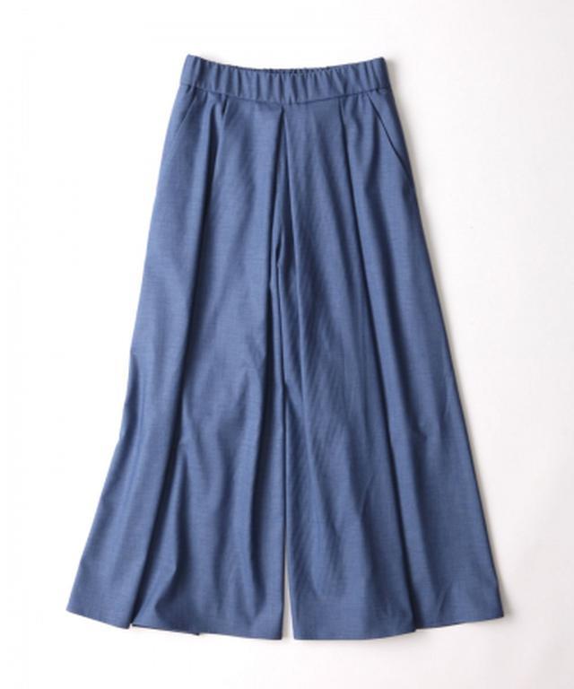 画像: 脚長ワイドパンツ ¥13200(税込) 計算されたタックでスカート見えするワイドパンツ。長時間座ってもシワになりにくい素材、見えてもおしゃれでストレスフリーなウエストゴム、大きめポケットが機能的。