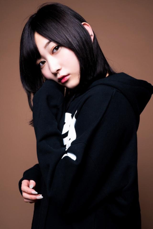 画像: UVERworldのTAKUYA∞が撮影した、志田愛佳のオフショット写真