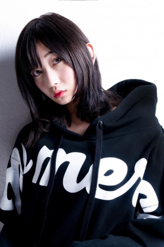画像: モデルの志田愛佳、UVERworldのTAKUYA∞が撮影を行い、オフショット写真を公開