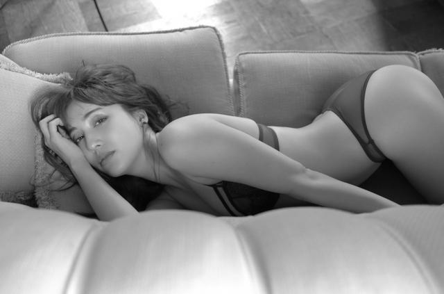 画像2: エモボディ・フィットネス女子として注目度急上昇!朝比パメラ小学館からデジタル写真集リリース決定!