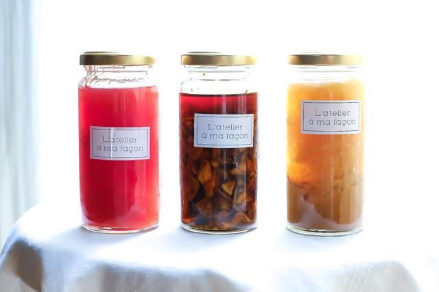 画像: (左より)桜と苺のコンフィチュール、食べるラー油、晩白柚と蜂蜜のコンフィチュール。