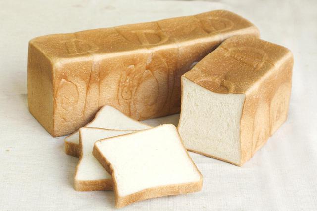 画像: ●さわやかな食卓(879 円、1/2 本 440 円) 歯切れがよく、もっちりとした食感の食パン。ほんのり甘みを感じる味わいで、サンドウィッチなどお子様にも食べやすい食パンです。