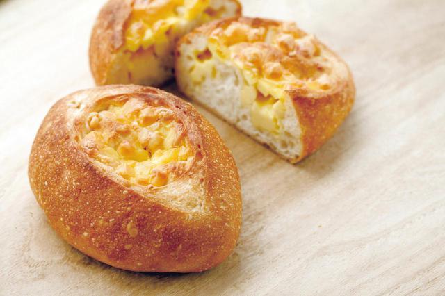 画像: ●フロマージュクッペ(307 円) フランスパンにプロセスチーズを包んで焼き上げました。