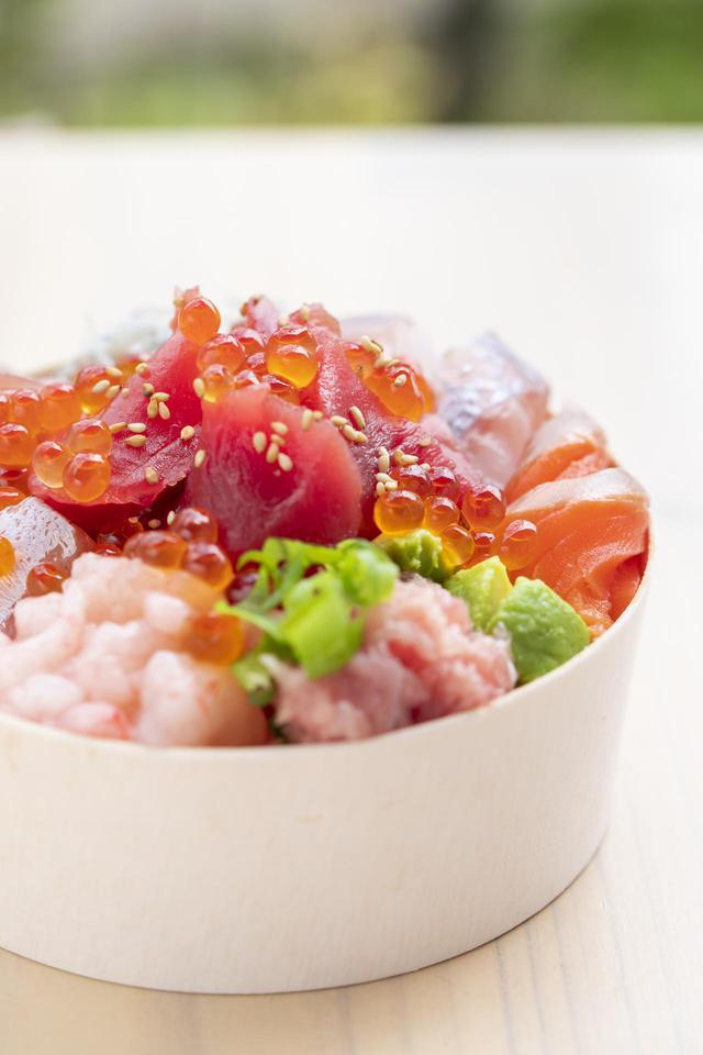 画像: 世界で一つだけのオリジナル海鮮丼「あなたにおまかせ丼」とは?
