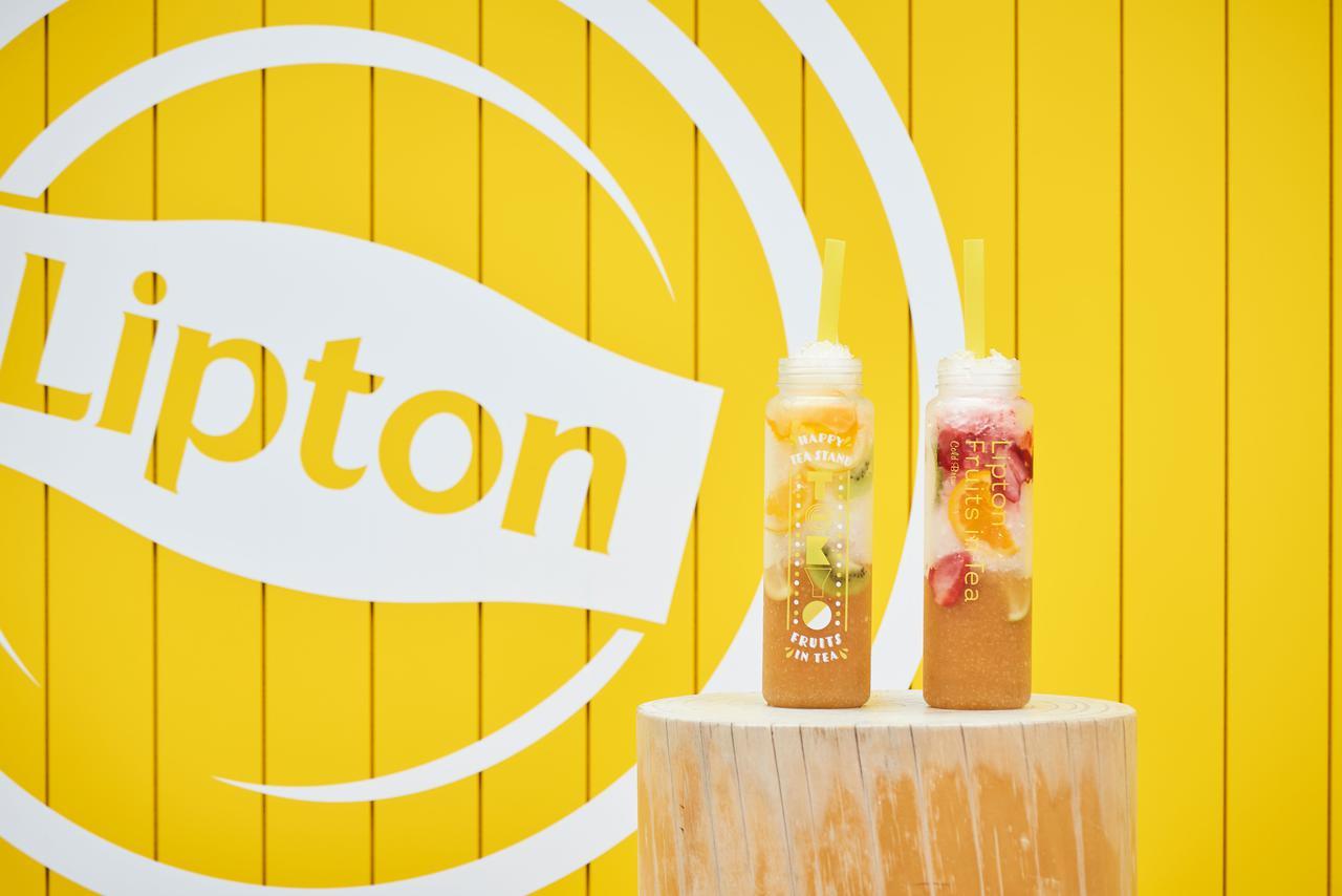 画像: (左)Passion Fruits 1,200円(税込)+蜂蜜ミルク 150円 ※タンブラーのみ (右)Strawberry 1,200円(税込)+練乳ミルク 150円 ※タンブラーのみ
