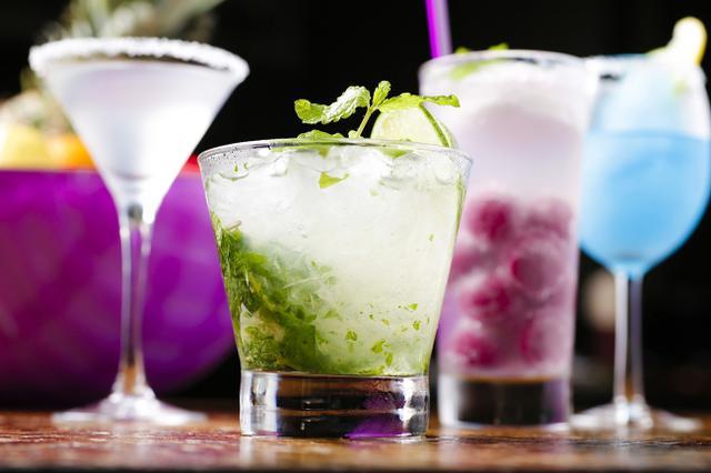 画像1: 本場メキシコのテキーラからリゾート感あふれるオリジナルカクテルまで 70種類の豊富なお酒をご用意