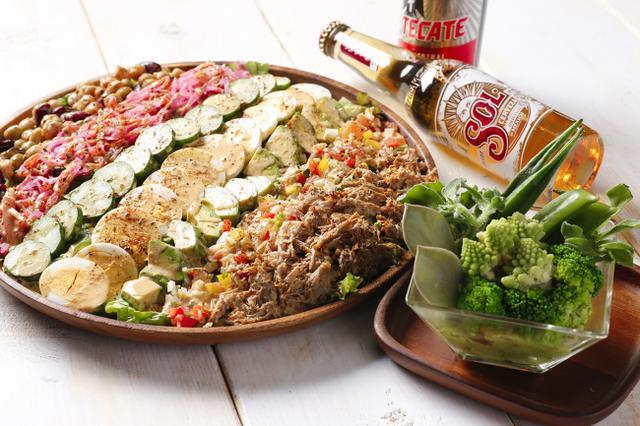 """画像: サボテンを食べるのは、メキシコならでは 野菜たっぷりでヘルシーな""""パワーサラダ"""""""