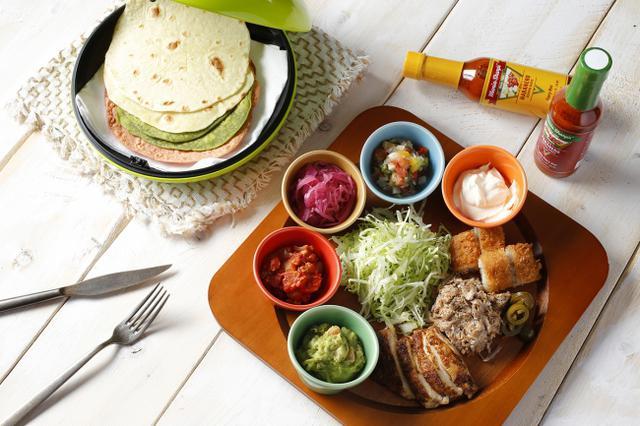 """画像: メキシコといえば""""タコス"""" 赤、黄、緑のメキシコカラーで仕上げた自家製トルティーヤで目にも鮮やか"""