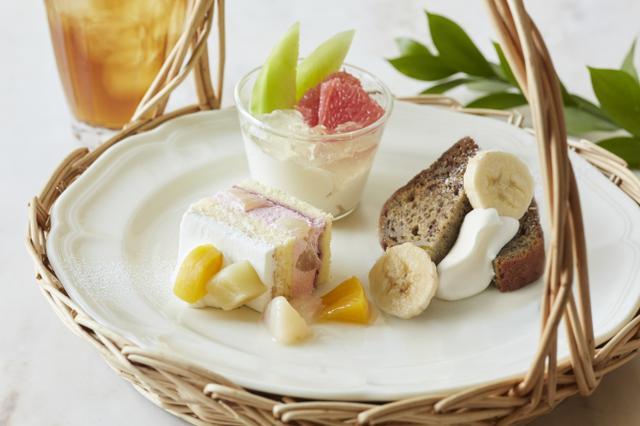 画像2: 温かい桃のソースをかける贅沢なクレープ&桃のティーソーダ