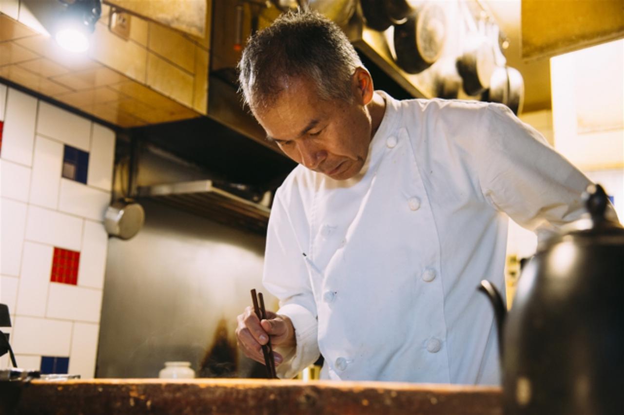 画像: 伊藤 一城 世界48カ国を旅して、あらゆる料理との出会いの中で、スパイス料理に魅せられた伊藤一城さんが、「SPiCE Cafe」をオープンさせたのは2003年のこと。当時はまだ珍しかった南インド料理を展開させ、現在ではカレーのコース料理、ペアリングワインなども提供。また日本独自の旬の食材を使って、新しいスパイスの扉を切り拓いています。