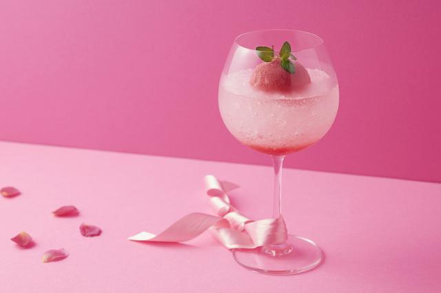 画像: ◆ピンクオペラ 料金:¥1,100 (消費税・サービス料込) ザクロのシロップの上にレモンスカッシュを注いで、ストロベリーソルベを添えた爽やかなモクテルです。
