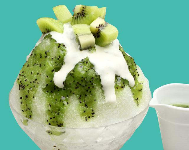 画像: ビタミンCたっぷりの甘酸っぱい キウイソースでやみつきになる女性に 人気のかき氷『キウイ』 ¥1,080《税抜》