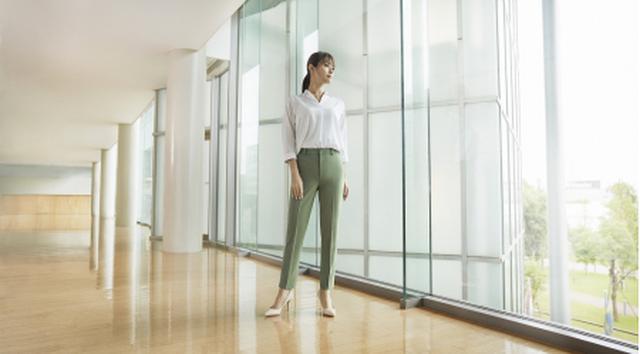 画像2: きれいも、ラクも、一本で。 新しいライフスタイルにフィットする「スマートパンツ」のTVCMに深田恭子さんが登場