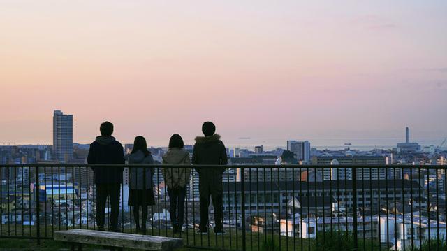 画像: 大丸山公園 © 2020「思い、思われ、ふり、ふられ」製作委員会  © 咲坂伊緒/集英社