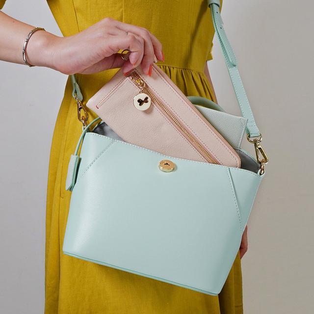 画像: 長財布が入るサイズ。マチ幅10cm あるので見た目以上に収納できます。