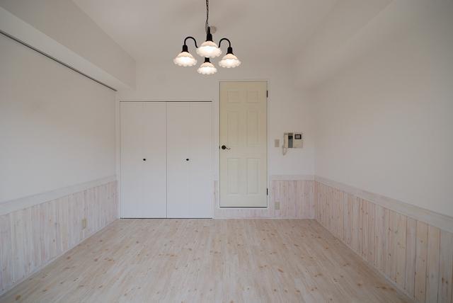 画像6: 少しの工夫でお部屋の印象を変える「ピクチャーレールのある暮らし」