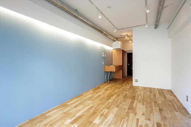 画像5: 少しの工夫でお部屋の印象を変える「ピクチャーレールのある暮らし」