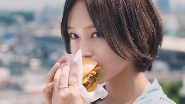 画像10: 【試食レポ】あのロングセラー商品を斬新アレンジ!モスバーガー「マンハッタンクラムチリ ロースカツ」新登場♡