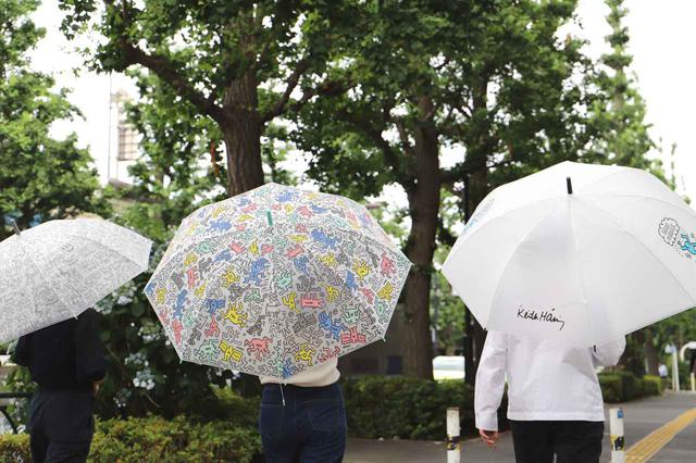 画像5: 秋雨に使いたい!キース・へリングのビニール傘がセブン-イレブン店舗とセブンネットショッピングで買える!