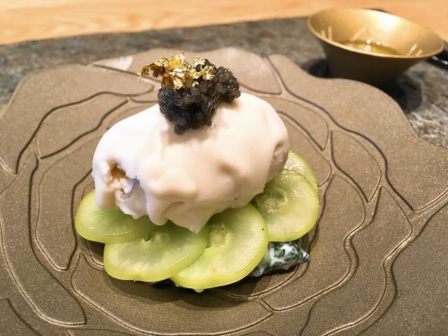 画像: 新潟県産「柳カレイ」のショーフロワ 渡辺果樹園のシャインマスカットのサラダ ライムの香り