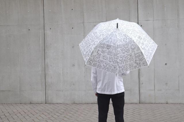画像3: 秋雨に使いたい!キース・へリングのビニール傘がセブン-イレブン店舗とセブンネットショッピングで買える!