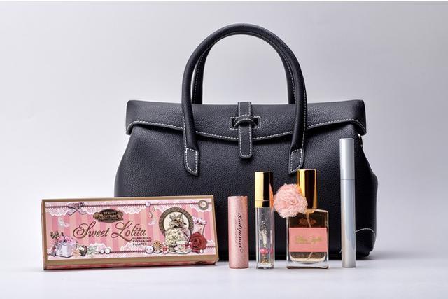 画像: エレガントX'masバック 16,500円(税込) ※バックは赤と黒の2色展開、香水はブラックとピンクの2色展開