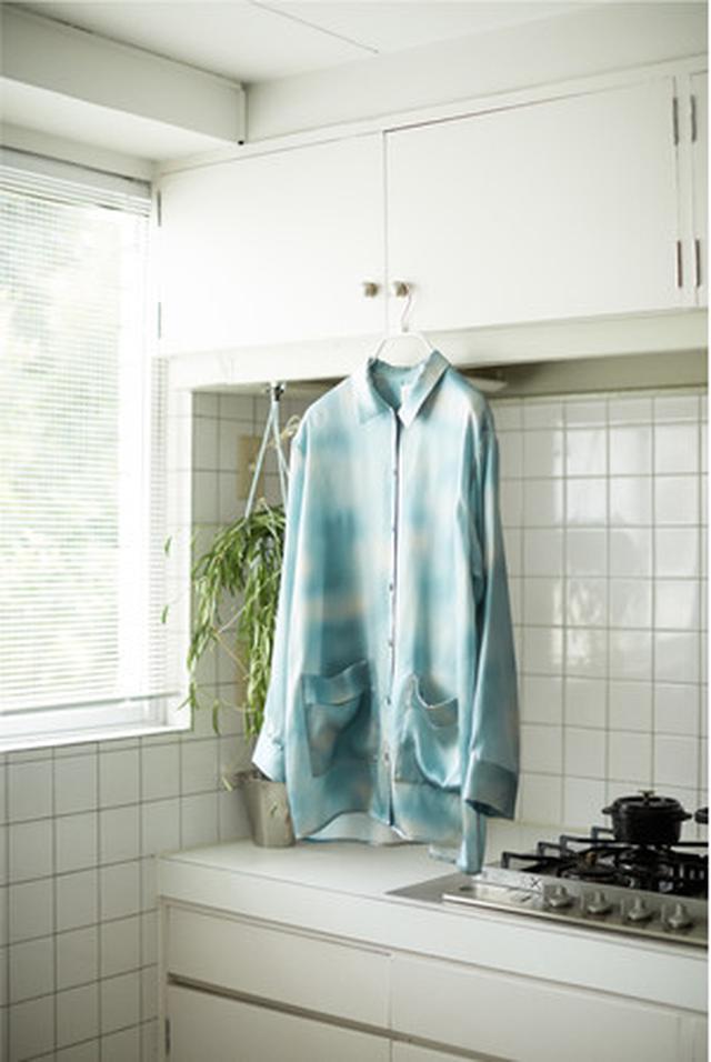画像: シルク100サテンシャツ ¥15,950 タイダイブルー・タイダイグレー・ネイビー