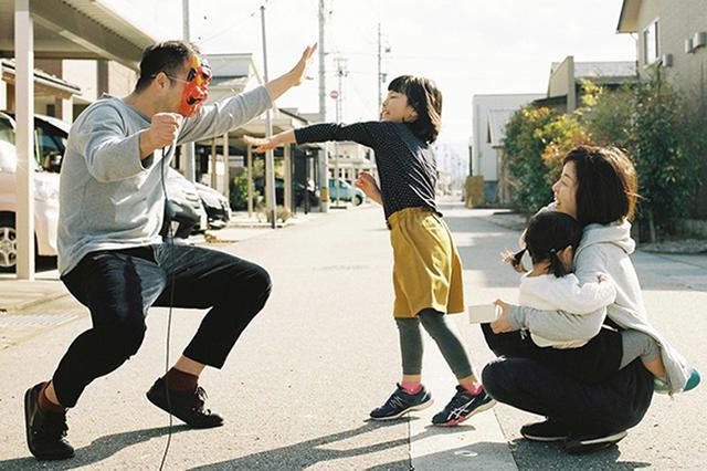 画像: 初笑いを狙う!家族写真のアイデア www.postcard.jp