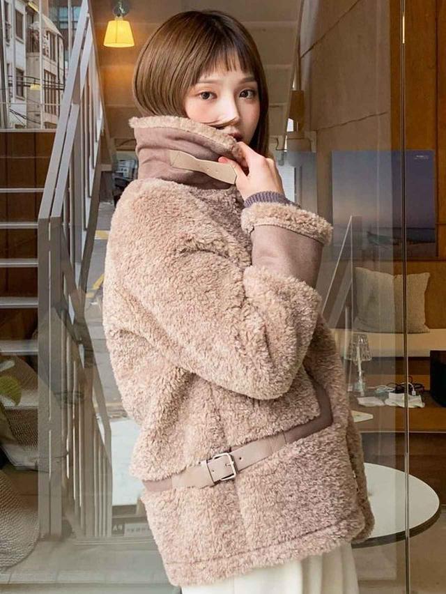 画像2: ベルトムートン調ジャケット ¥8,965 (税込)
