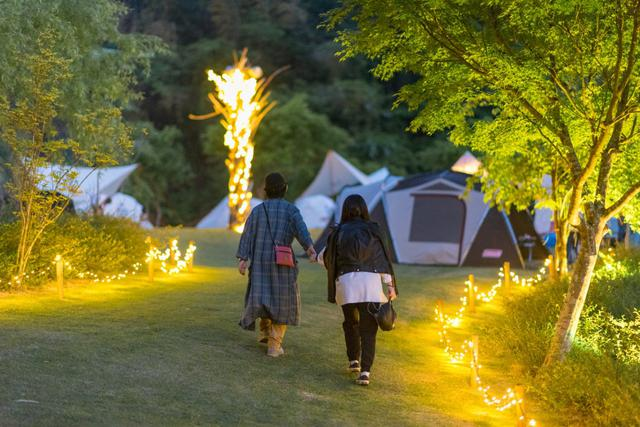 画像1: 【キャンプ場特集vol.2】女子だけでも大丈夫!今人気の「RIVER SIDE GLAMPING HILL」で、おしゃれで快適なレジャーを楽しもう!