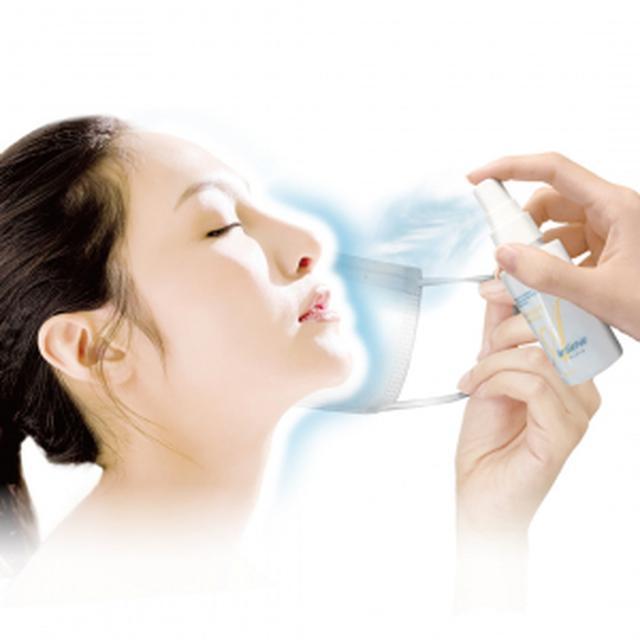 """画像1: """"顔にシュッとひと吹き、マスク荒れをガード"""" 見えない保護膜で摩擦を防ぎ、肌トラブルのない美肌に!"""