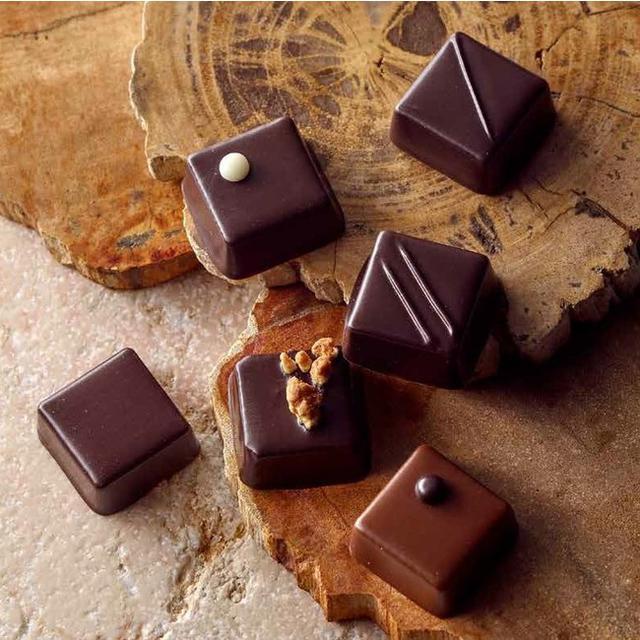画像: フランスの有機認証「ABマーク」取得のチョコレート。 【西武・そごう限定】〈フランス「ABマーク」認証取得品〉ジャン=ミッシェル・モルトロー/ボヌール・エ・サンテ‐ブル・ターコイズ‐(6個入)2,214円