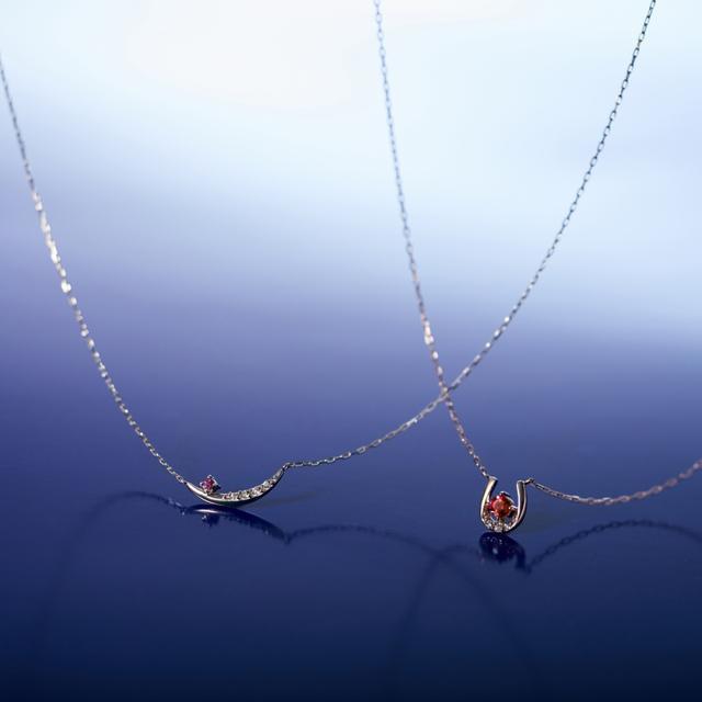 画像: 左:【NEW YEAR限定】K10イエローゴールド ネックレス 20,000円+税 右:【NEW YEAR限定】K18ピンクゴールド ネックレス 30,000円+税