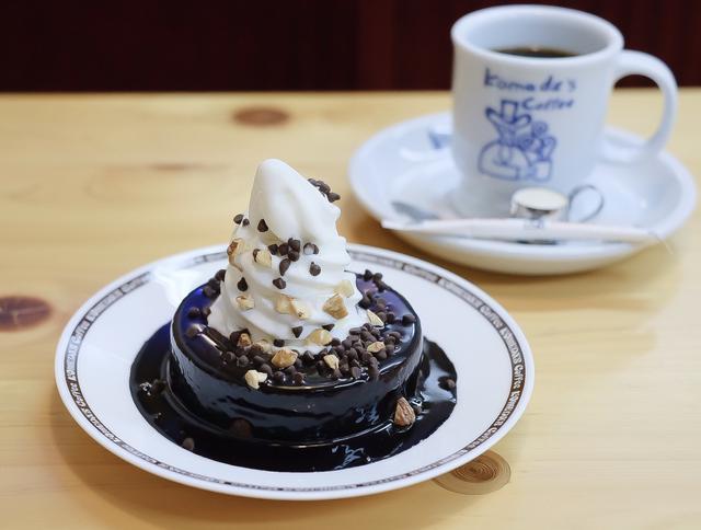 """画像: 温かいバウムクーヘンと冷たいソフトクリームの""""温""""と""""冷""""が楽しめる!"""