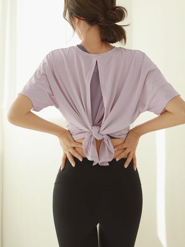 画像2: バックスリットTシャツ ¥3,212 (税込)