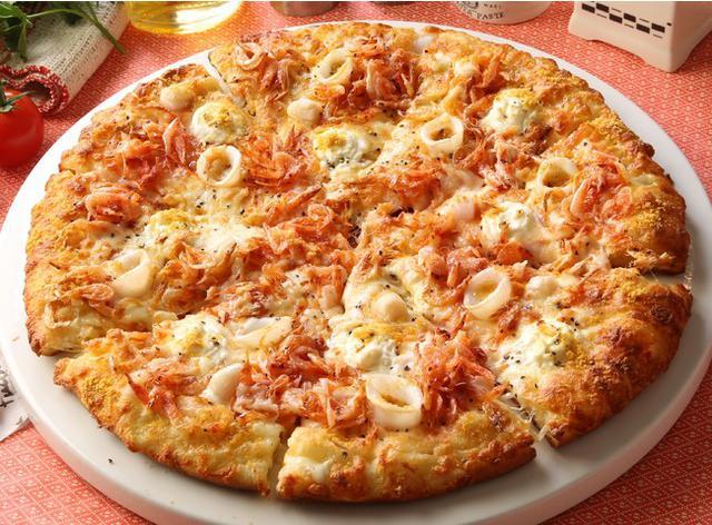 画像: 春らしい色合いの桜海老のピザも新登場!