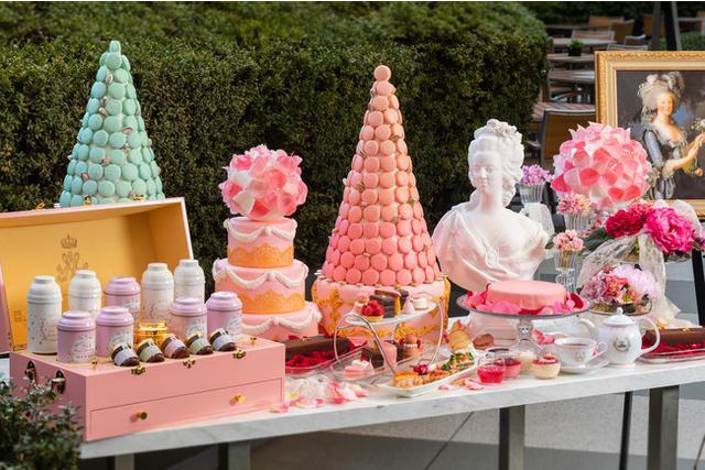 画像: ヴェルサイユ宮殿の「王の菜園」の希少なりんごやバラをつかった特別レシピのケーキも登場するアフタヌーンティー