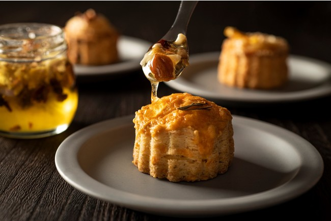 画像1: 今が旬!チーズの名店『フェルミエ』のチーズとCHAVATYのスコーンを組み合わせた上品な味わいが広がる大人のスコーン登場