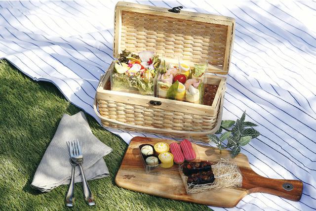 画像1: 【東京マリオットホテル】春のピクニックのお供に、彩り豊かなロールサンドなどワンハンドメニューを