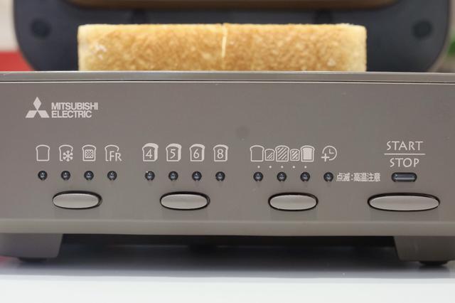 画像: 〈左より〉ボタンの割り振りについて ◎1つ目のボタン‥常温保存のパン/冷凍パン/トッピングトースト/フレンチトースト ◎2つ目のボタン‥4/5/6/8枚切り ◎3つ目のボタン‥ふわふわ/焼き色薄め/焼き色普通/焼き色濃いめ/サクサク