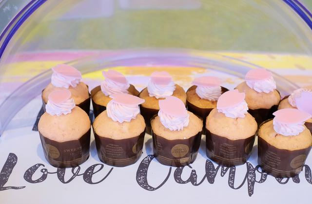 画像: チェリーブロッサムカップケーキ