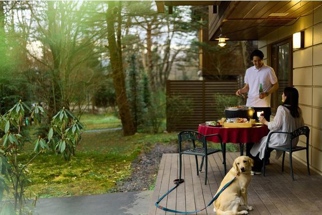 画像: 【軽井沢マリオットホテル】木立に囲まれた軽井沢の自然の中で楽しむBBQディナー付き宿泊プラン「 Terrace Dinner Stay -愛犬と楽しむ本格BBQ付-」