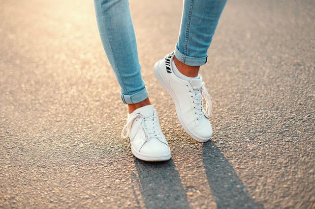 画像: 100均「ダイソー」「セリア」の伸びる靴紐がオススメ!スニーカーリメイクの極意 | くらしマグネット