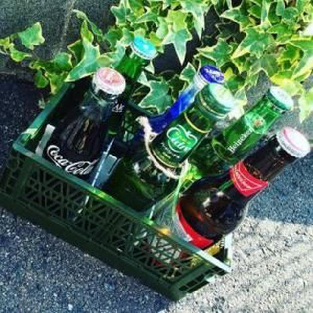 画像: コンテナの中を仕切って飲み物の収納ケースに!
