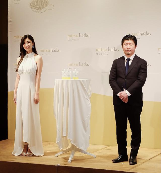 画像: (左)タレント・女優 小倉ゆうかさん (右)株式会社西麻布美顔ラボ 開発担当者 篠木 隆秀氏