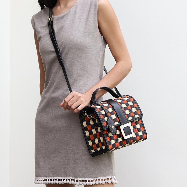 画像: Chaksarn Candy Handbag and Crossbody Bag for Summer from Woven Straw and Leather - Chaksarn  - トート・ハンドバッグ | Pinkoi